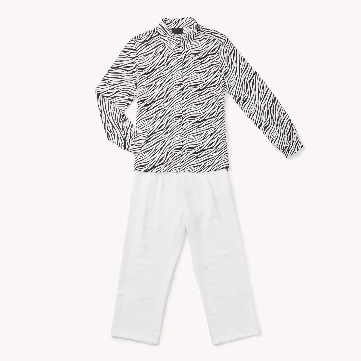 blusa cebra y pantalón blanco tendencia black and white
