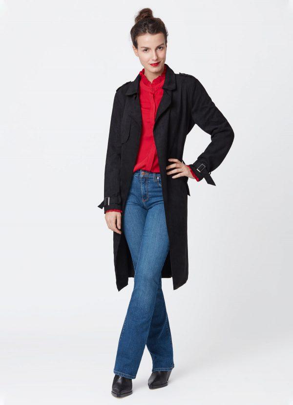 look avec chemise framboise et jeans flare