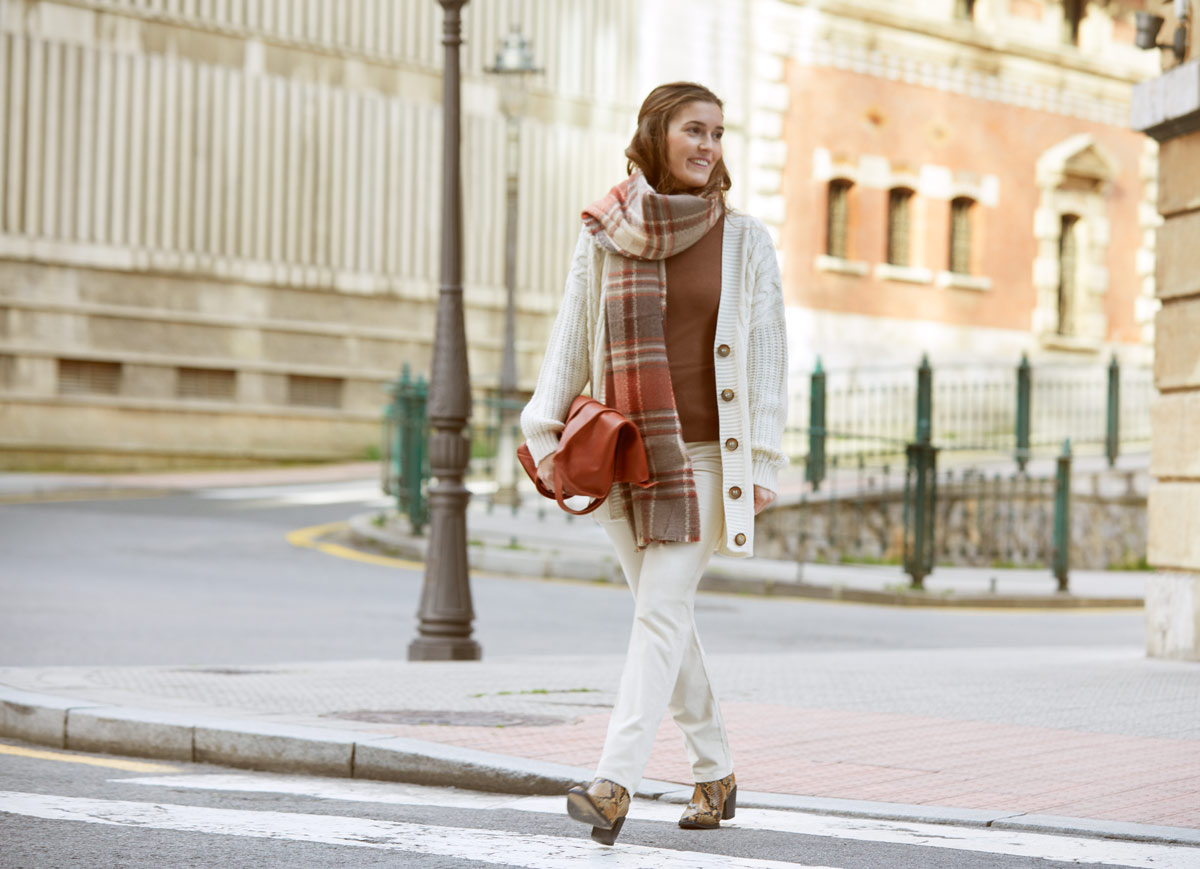 how to style a white cardigan