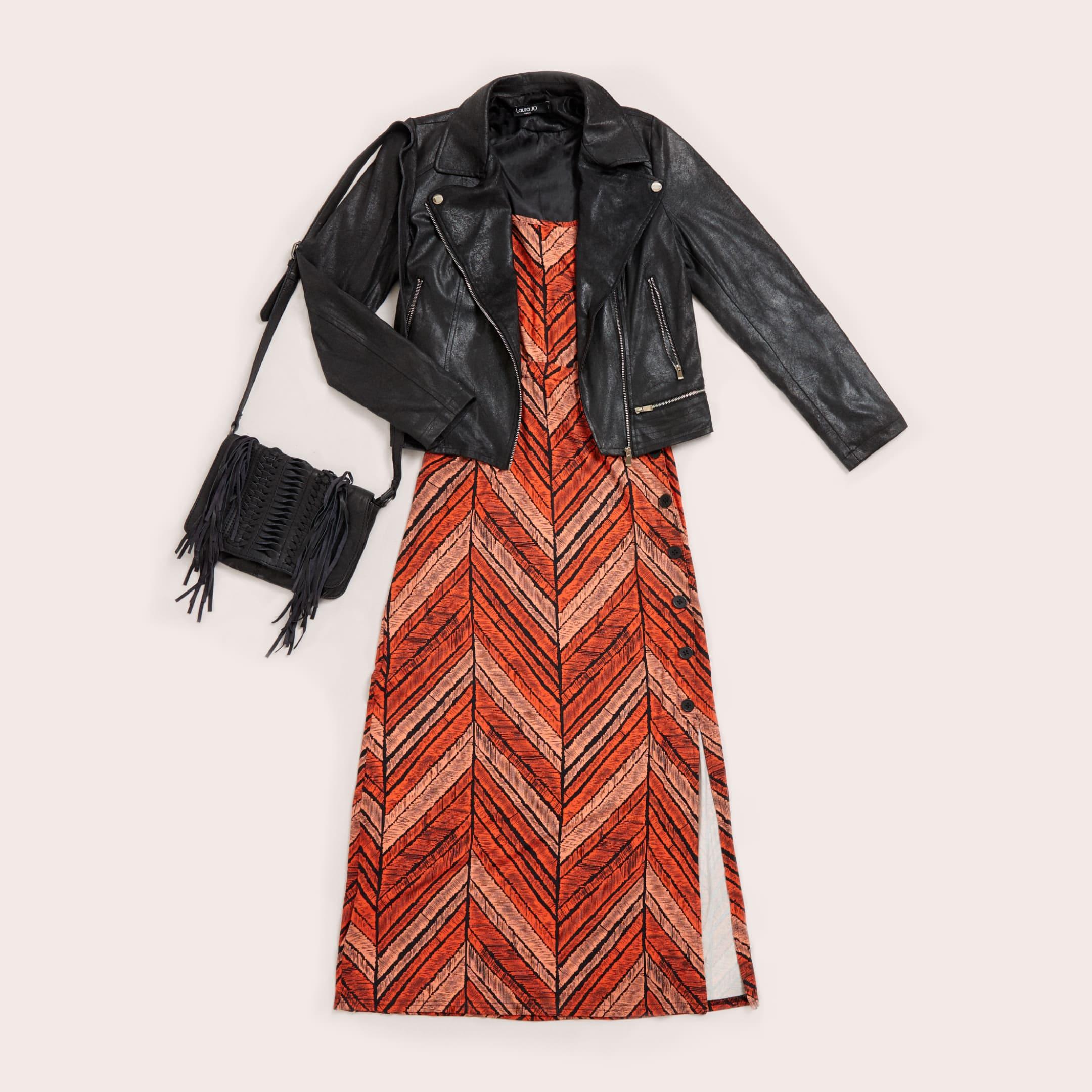 falda de cuero con blazer y camisa animal print