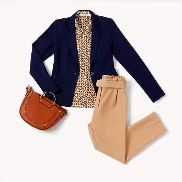 blazer marine et pantalon carotte