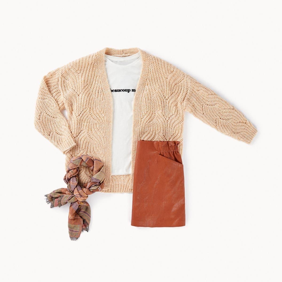 falda efecto piel con chaqueta lana color menta