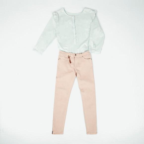 Look formal con camisa mint green y pantalón rosa