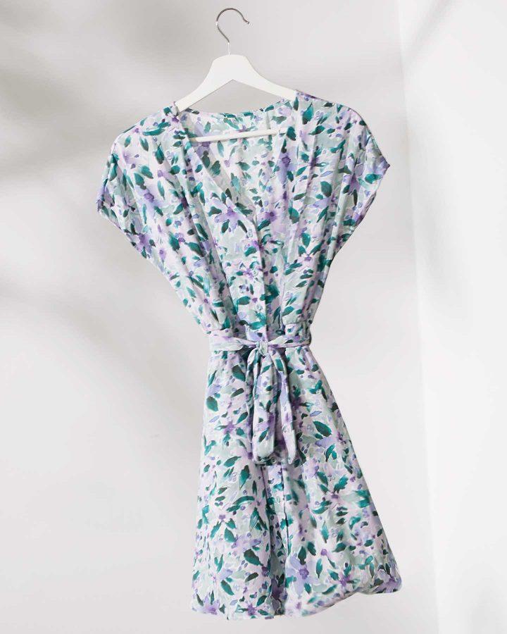 vestido floral con cinturón