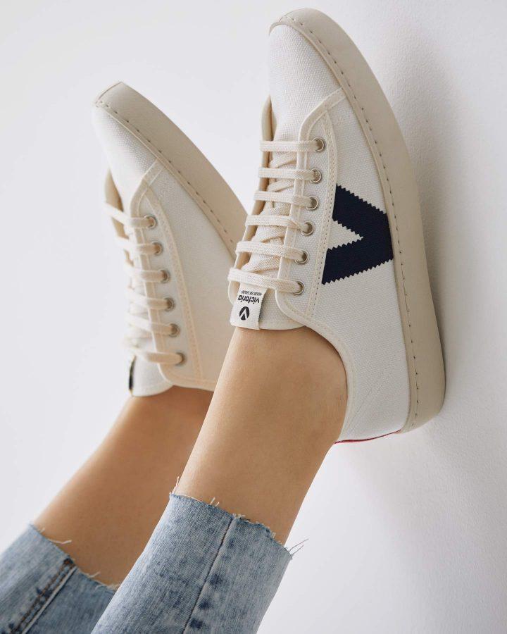 zapatillas para pies estrechos
