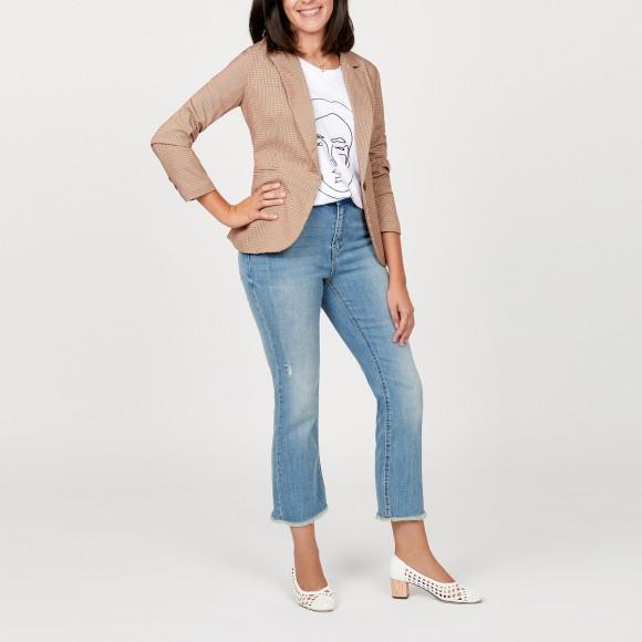 blazer pata de gallo y jeans