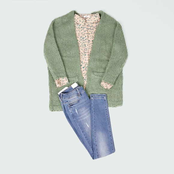 Look casual con cardigan mint green y jeans
