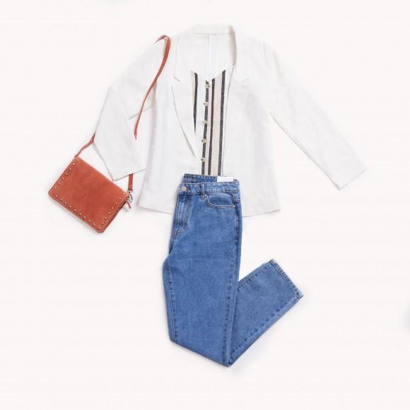 Look blazer blanca y mom jeans