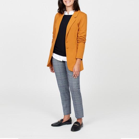 blazer mostaza y pantalones chinos