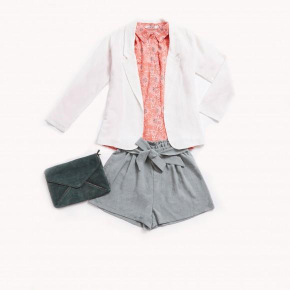 Look blazer blanca y shorts paper bag