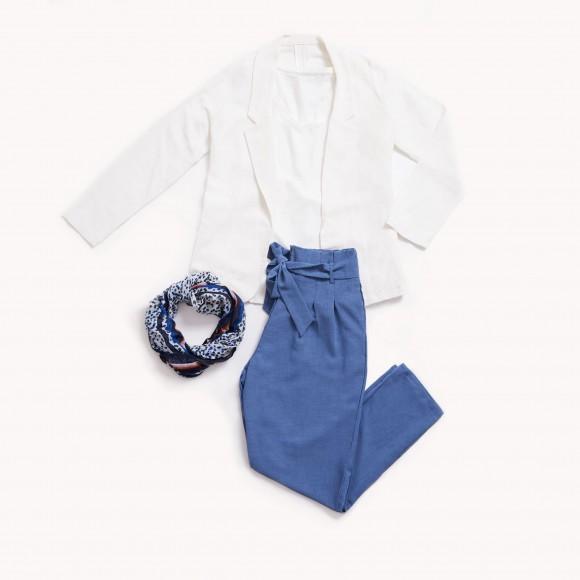 Look blazer y camiseta blanca