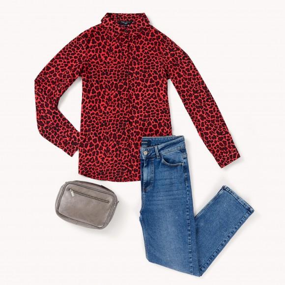 camisa animal print + straight jeans