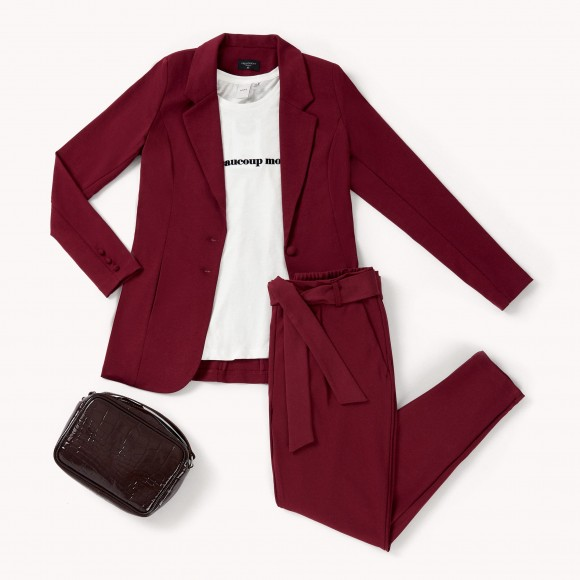 total red pear outfit