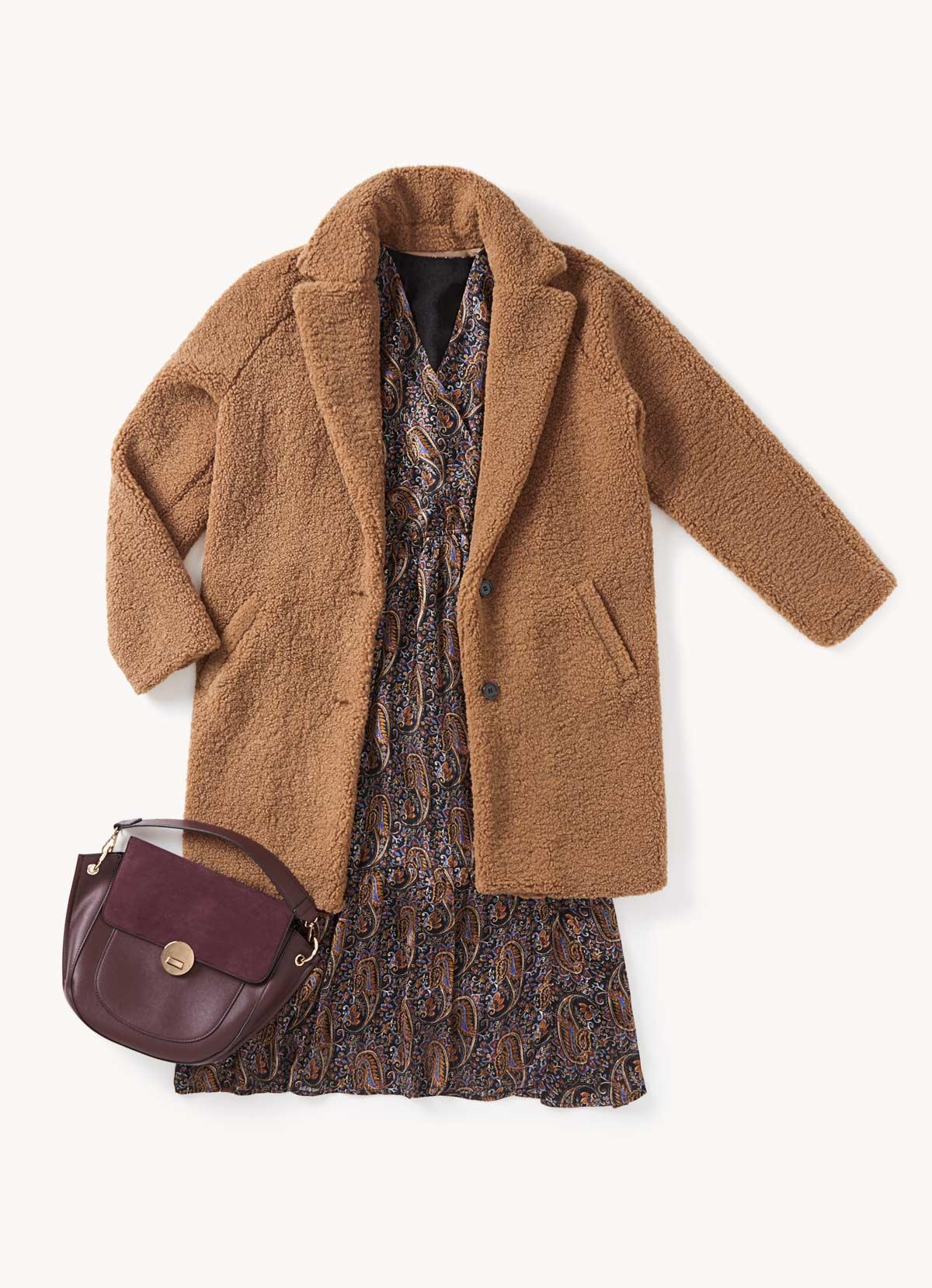 look vestido boho y abrigo teddy diciembre