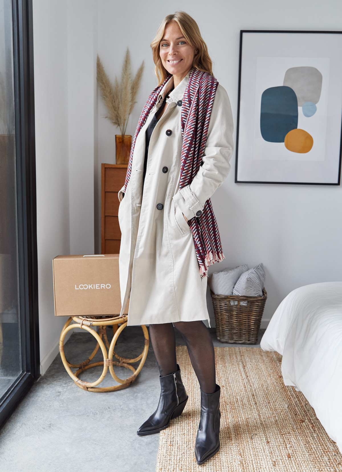 LBD con trench beige outfit diciembre
