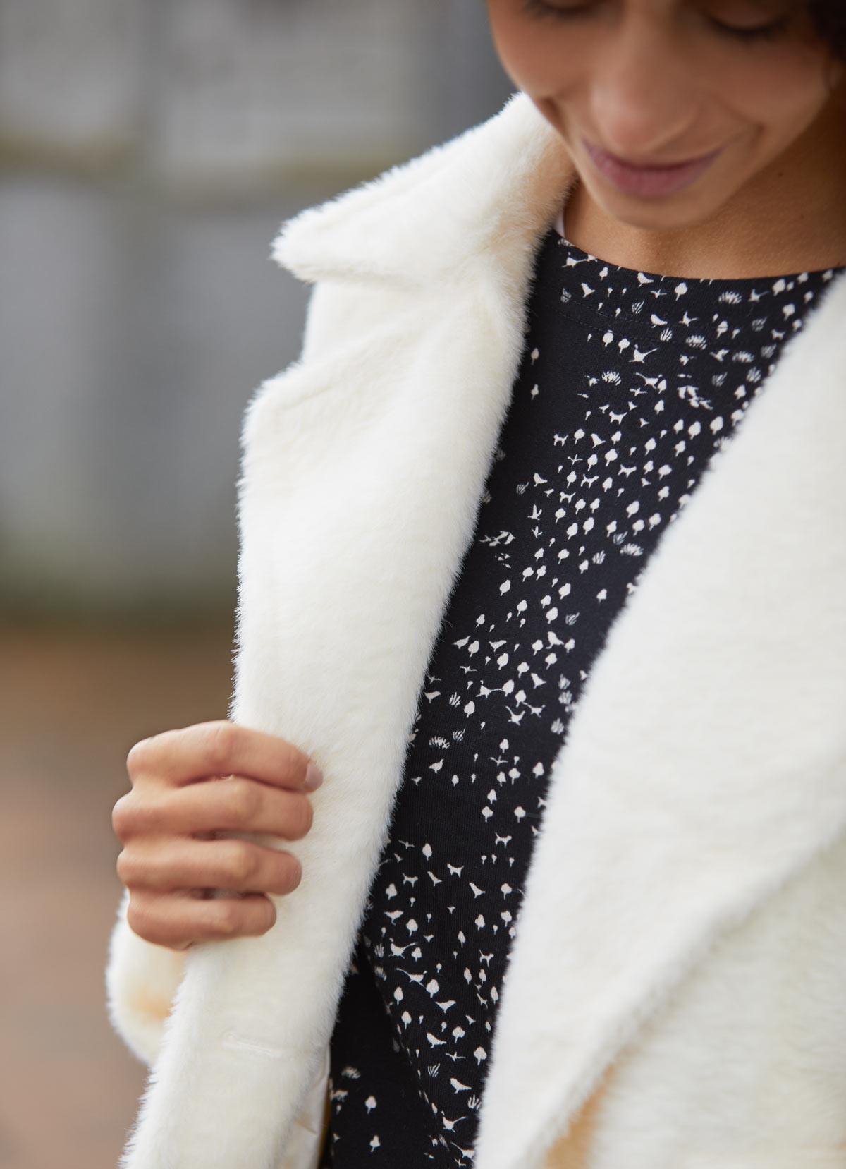 abrigo peluche color crudo