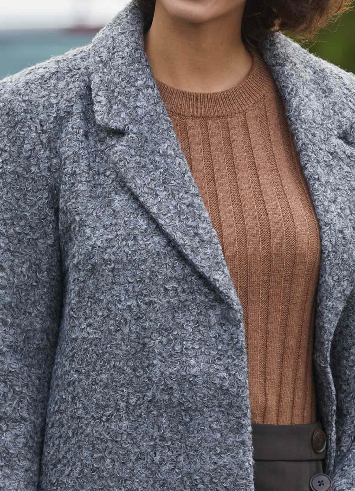 abrigo peluche gris