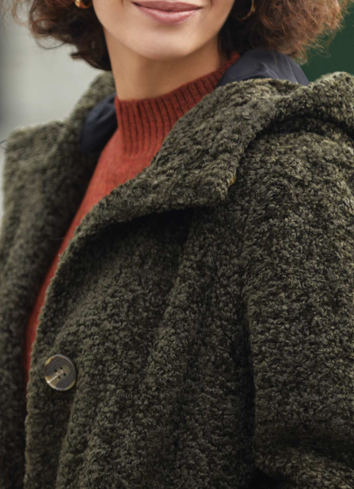 abrigo peluche verde kakhi y capucha