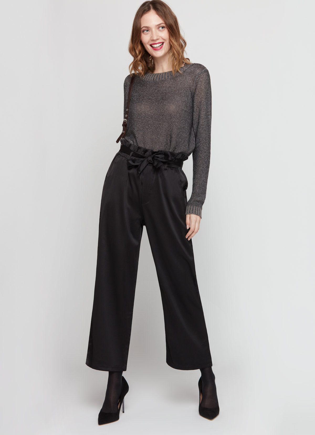 pull griss shiny et pantalon noir tenue noel