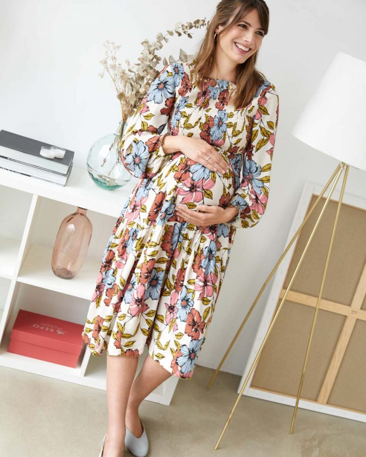 look estampado floral embarazada