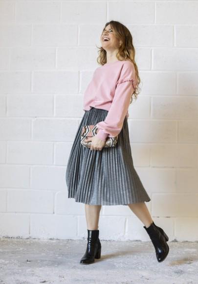 Look street con falda midi