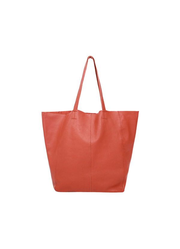 bolso rojo para look parisino