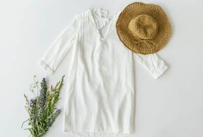 look vestido blanco para ir a la playa