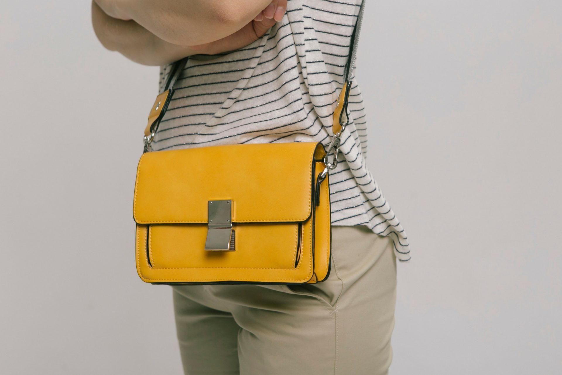Bolso amarillo elegante