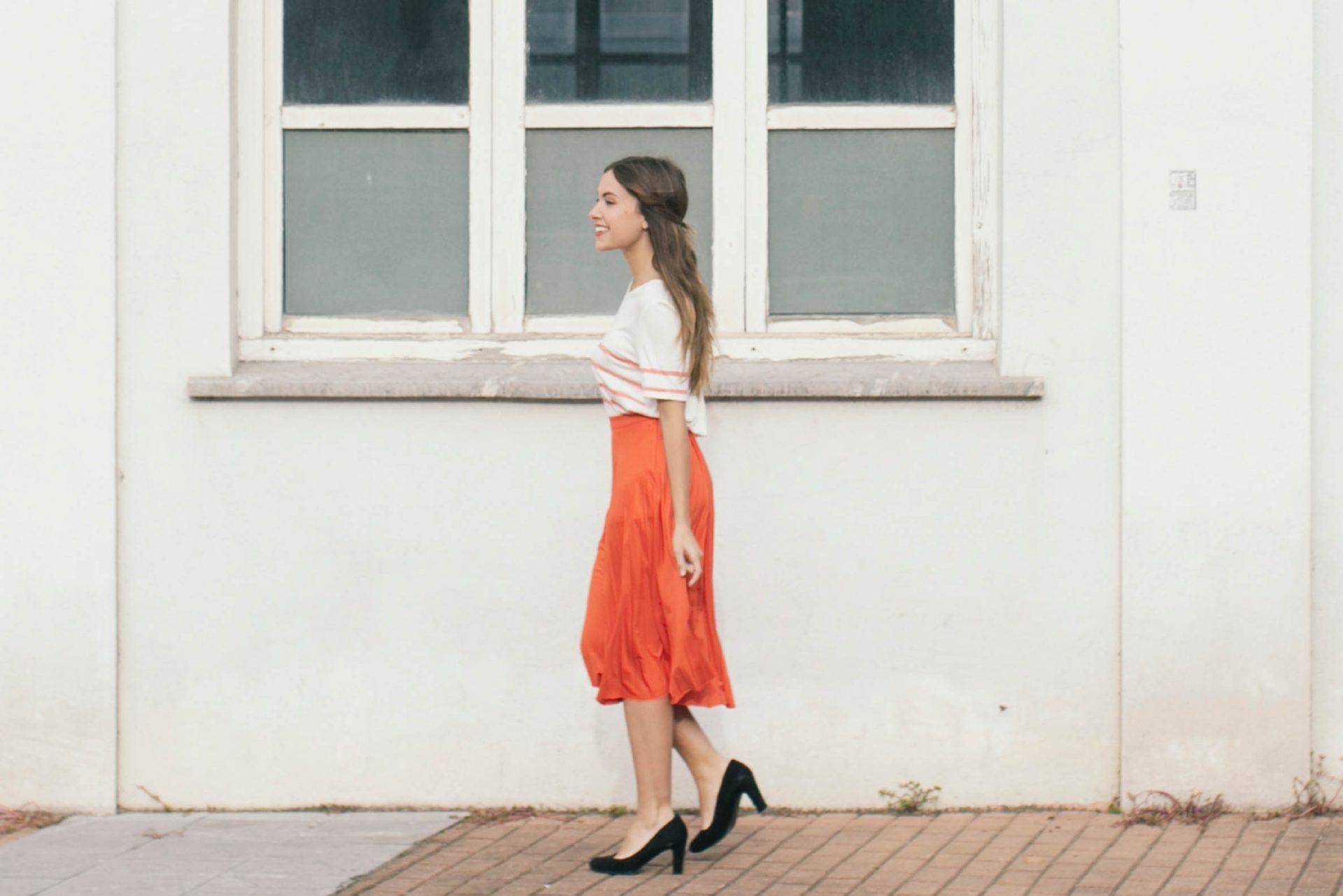 falda midi naranja para verano