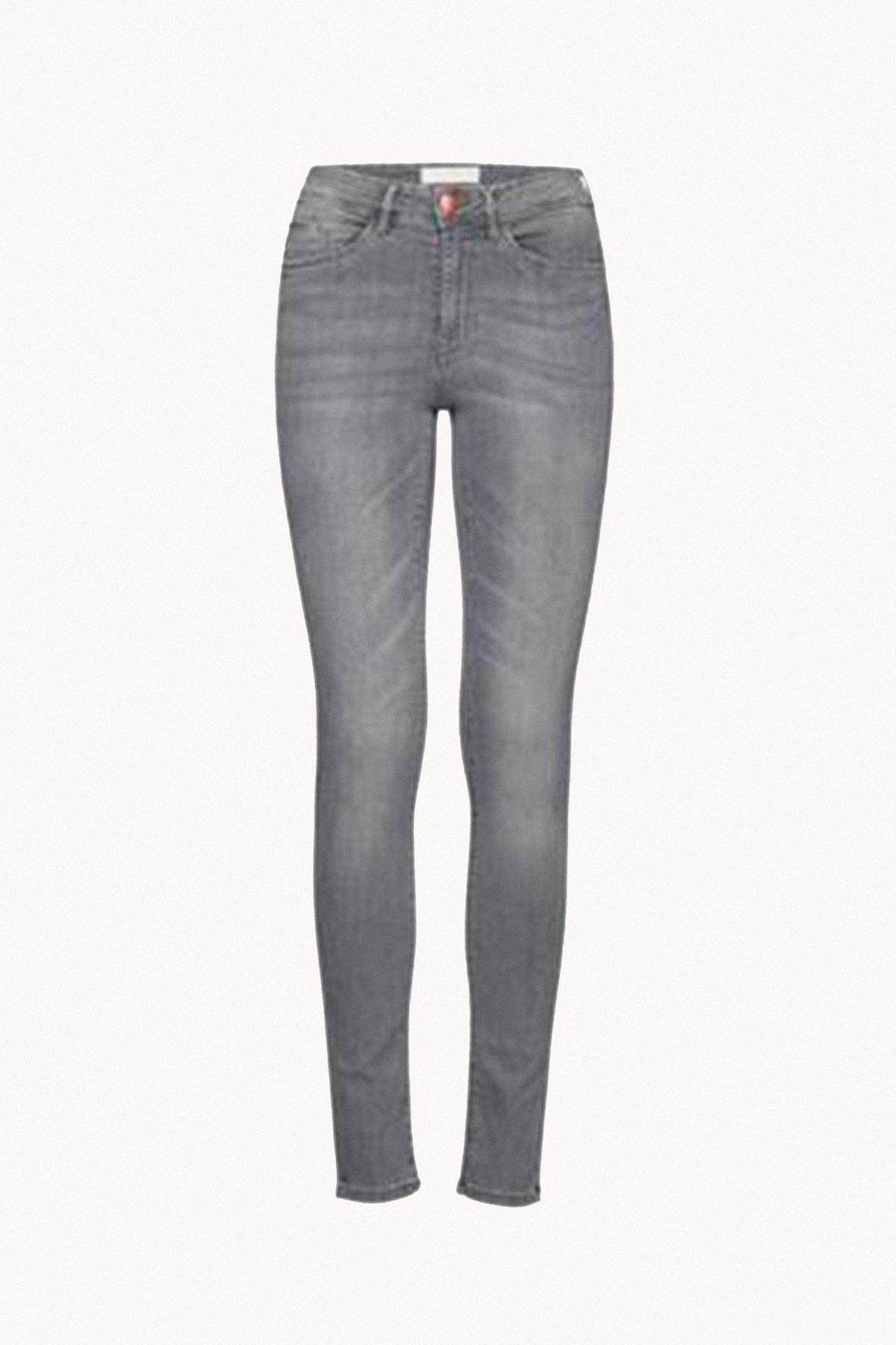 jeans grises armario cápsula