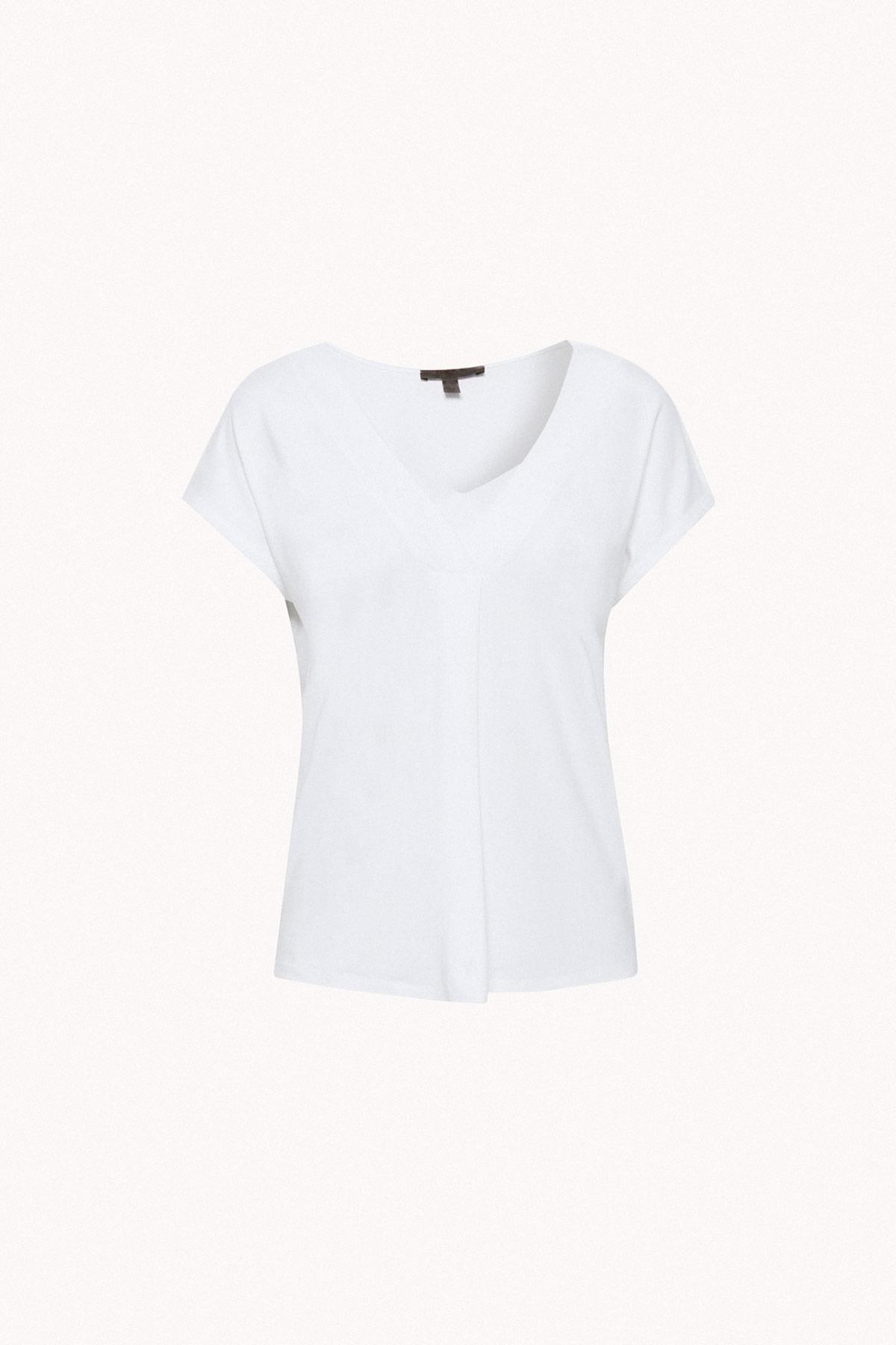 camiseta blanca armario cápsula