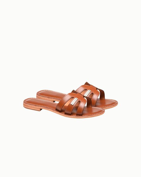 sandalias planas marrones
