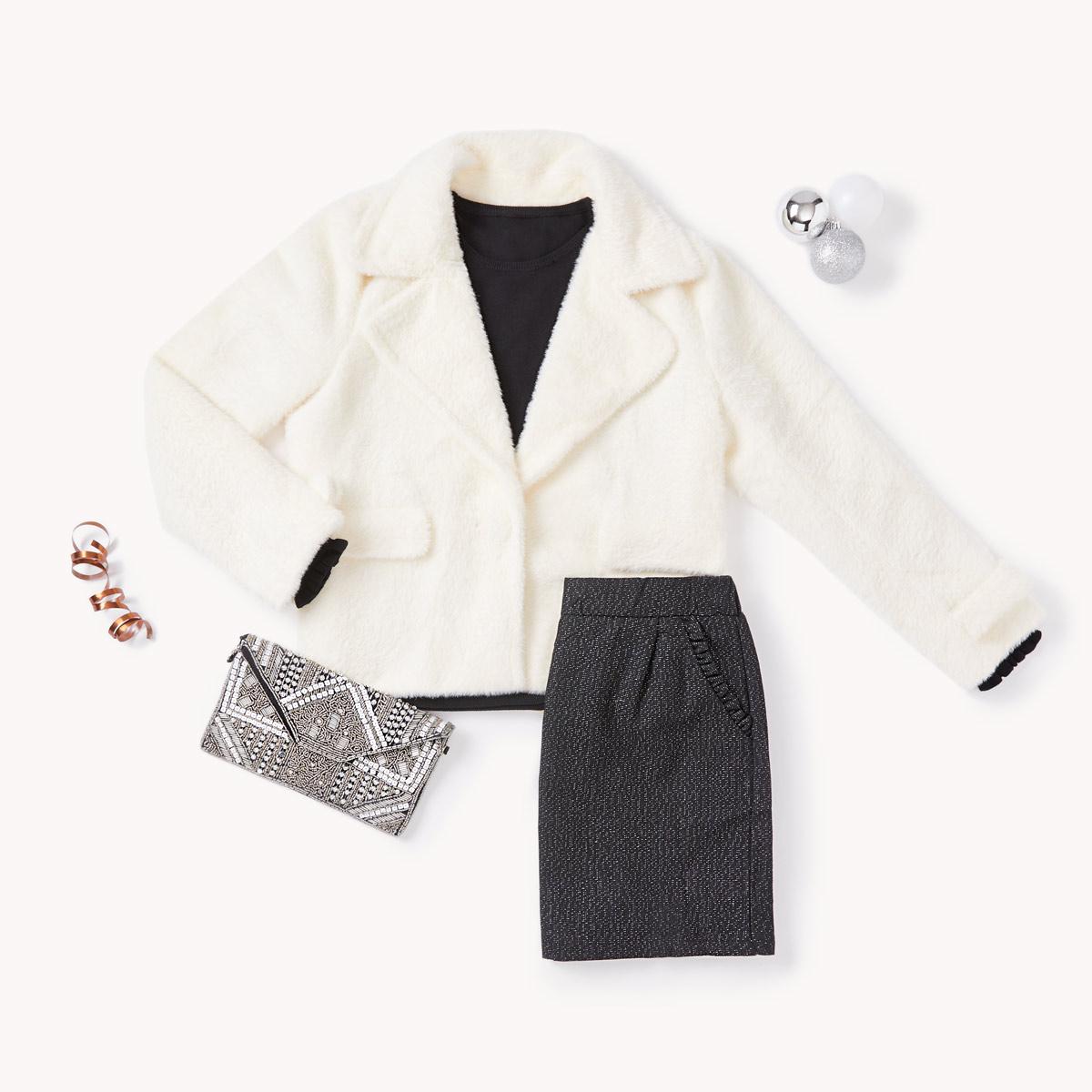 petit haut noir classique et la jupe noire effet shiny