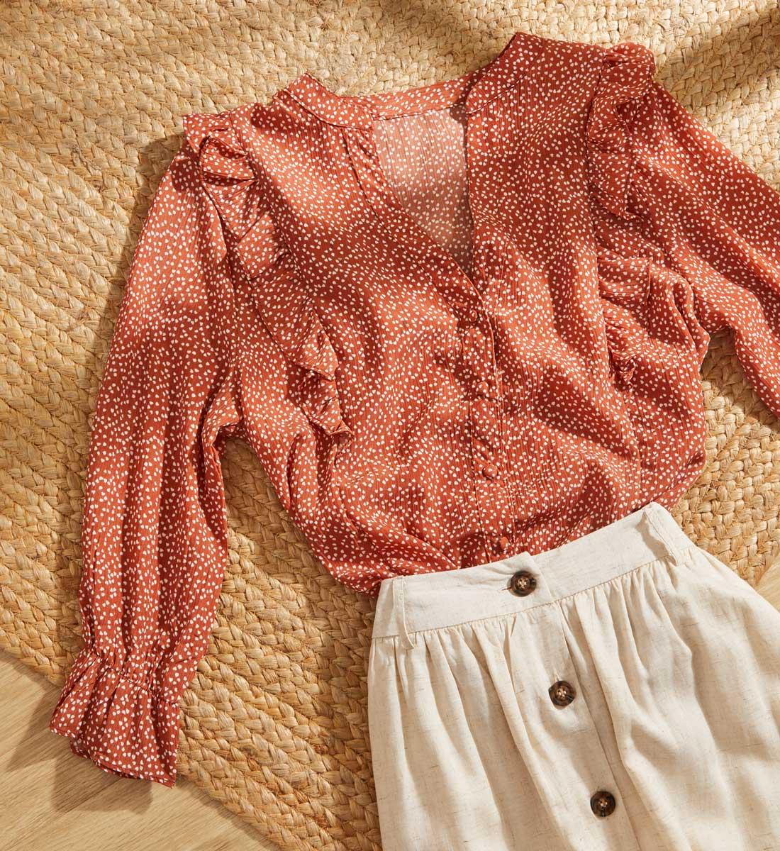 como combinar blusa gasa verano