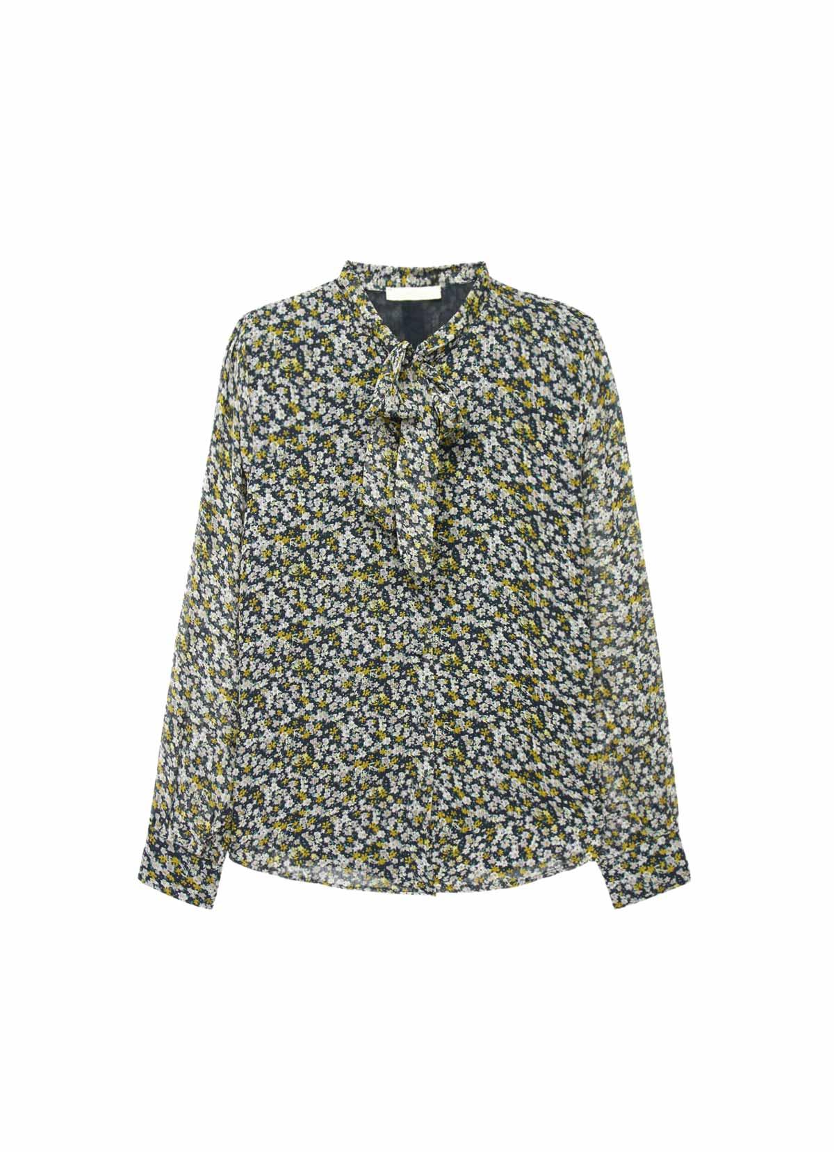 La chemise à motifs et col jabot