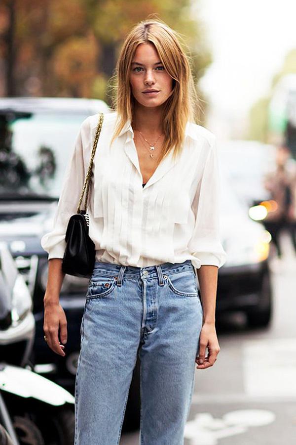 camisa blanca y jeans inspiración street style