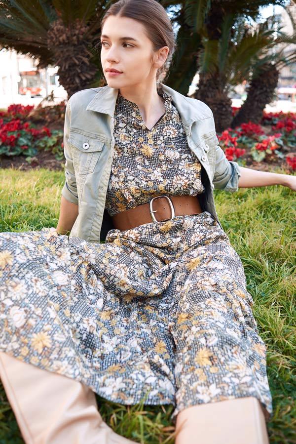 veste en jean et robes vaporeuses