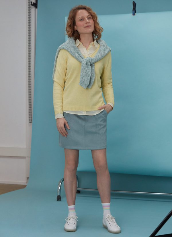 color amarillo pastel outfit