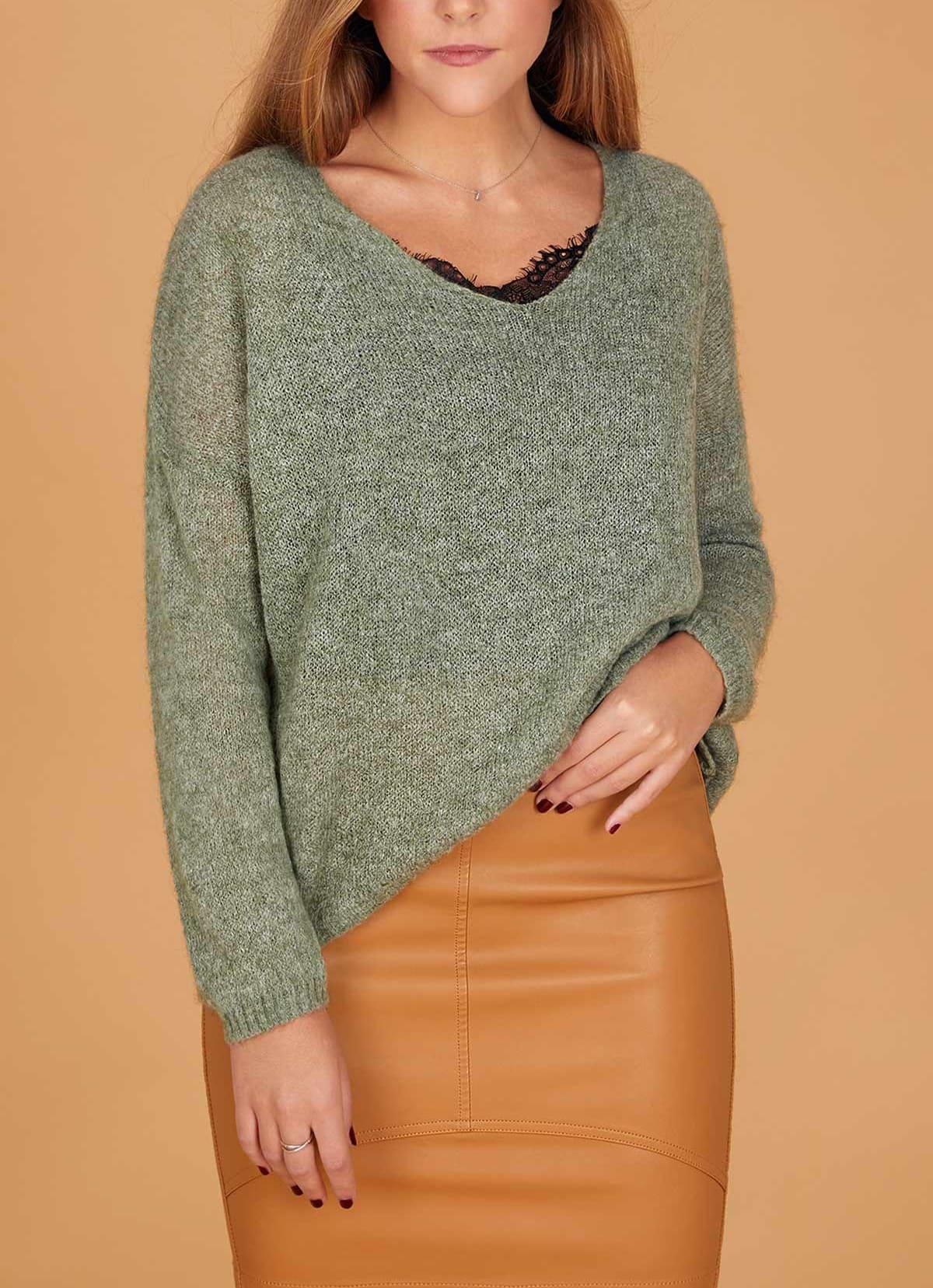 jersey verde y falda mostaza look