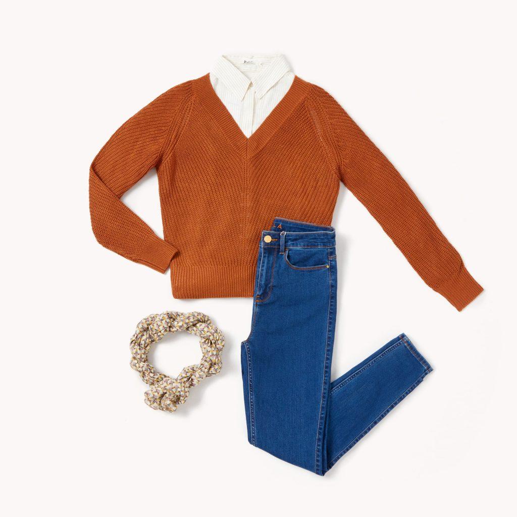 Chemise à fines rayures et pull en grosse
