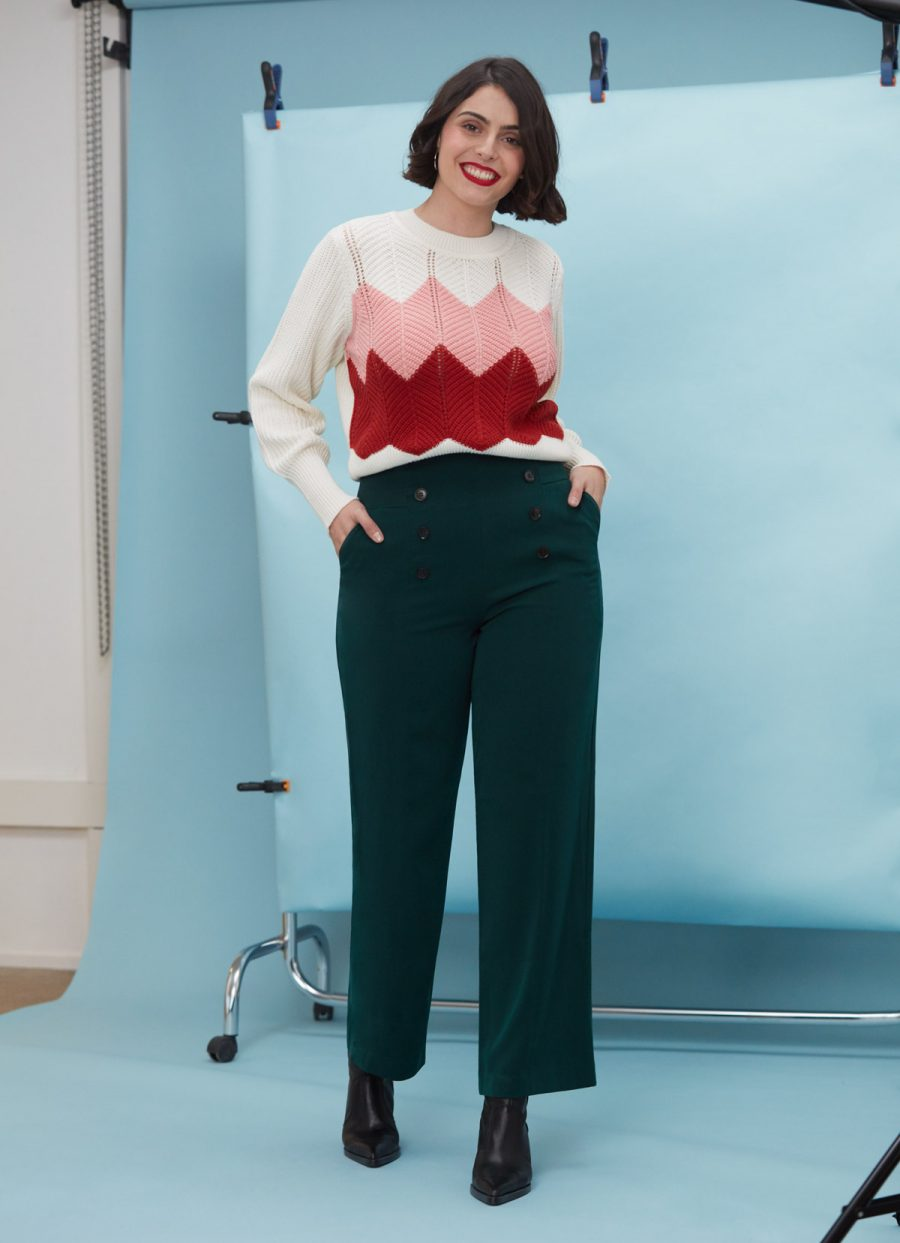 look años 70 con pantalón palazzo y jersey punto estampado geométrico